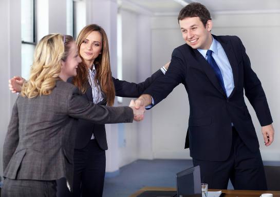 Sự giới thiệu của khách hàng cũ với khách hàng mới