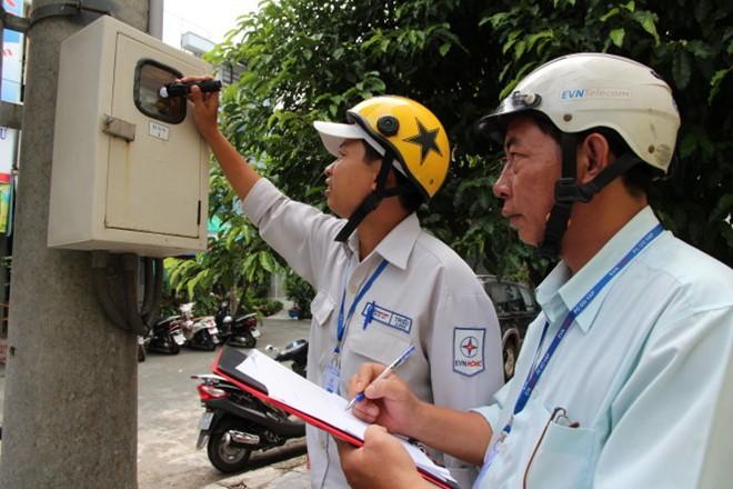 Nhân viên điện lực đến khảo sát thực tế